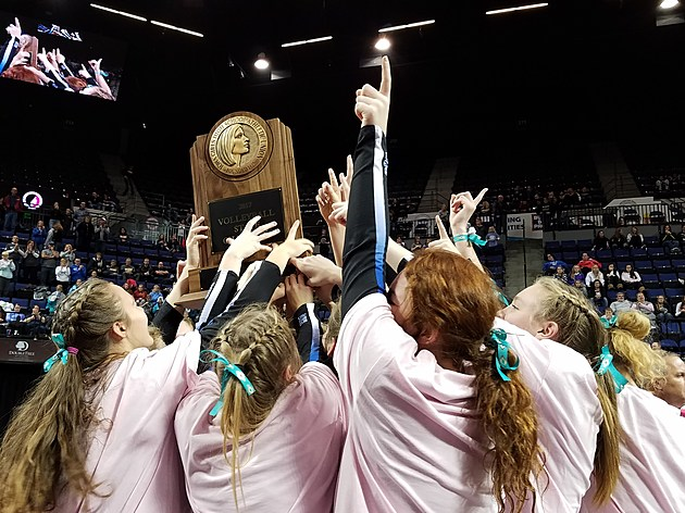 Dike-New Hartford wins the 2017 CLASS 2A volleyball state championship (Photo: Bucky Doren)